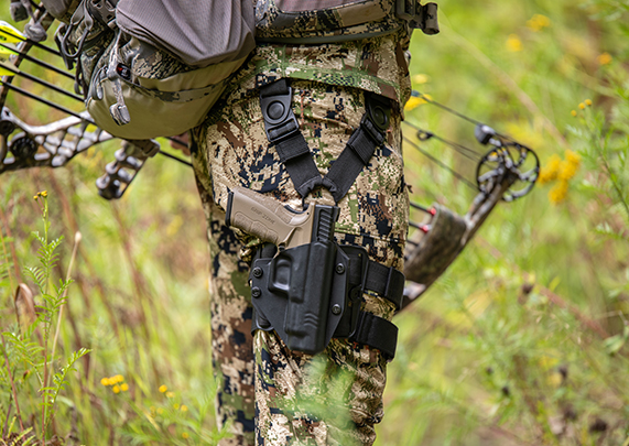 Magnum Research DE 50 AE Stainless w/ bottom rail Cloak Mod Drop Leg Holster