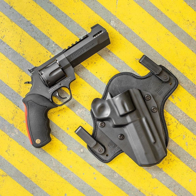 Taurus Raging Hunter 44 mag