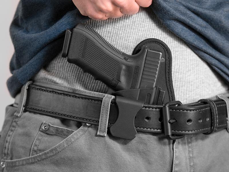 wearing a glock 17 aiwb holster
