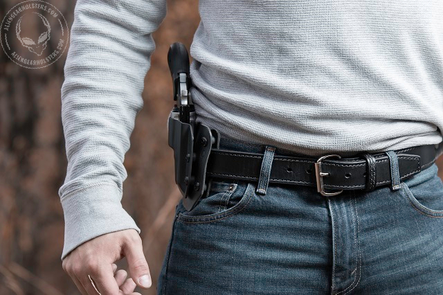 carrying a 1911 handgun